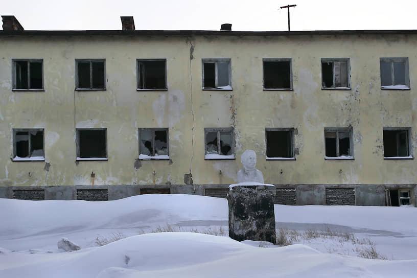 За 30 лет население Никеля сократилось вдвое, дома пустуют