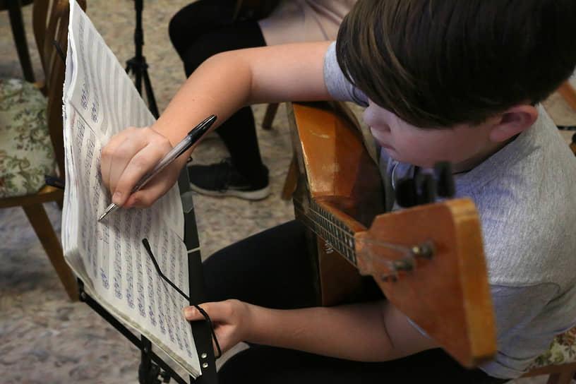 В Никеле есть музыкальная школа, есть художественная