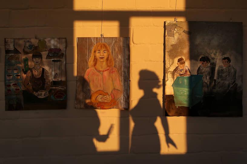 Из диковинок — арт-резиденция «Полярный день», куда приглашаются художники из России и зарубежья. Окрестности, по задумке, должны гостей сильно вдохновлять