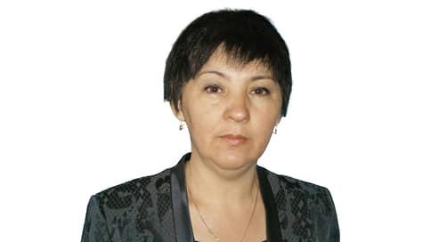 Минзаля Гомзякова, директор сельской школы  / Крайняя