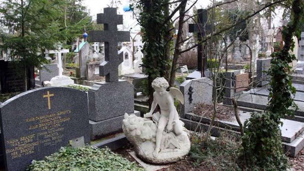 Самый большой русский некрополь за рубежом — кладбище в городке Сент-Женевьев-де-Буа под Парижем. Здесь свыше 10 тысяч захоронений, от великих князей до нобелевских лауреатов. Всем им не хватало России. А Россия только сейчас начинает понимать, как ей не хватало их