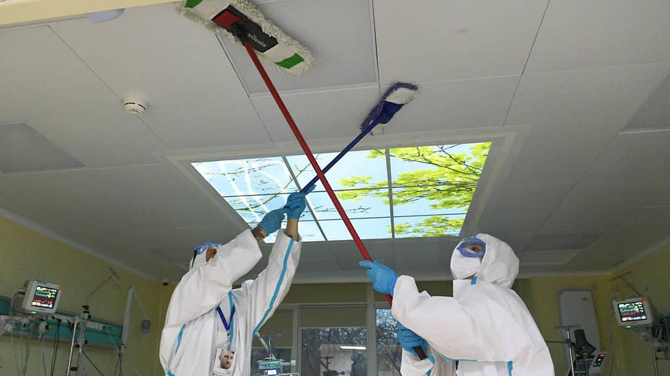 Еще одно дело для волонтеров — обязательная ежедневная уборка помещений