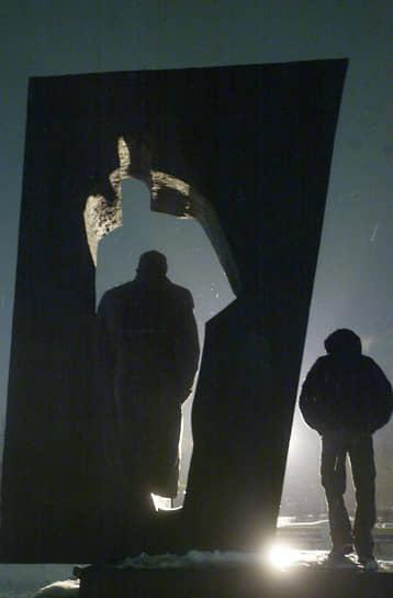 Памятник советскому военному разведчику Рихарду Зорге на пересечении улицы Зорге и Хорошевского шоссе