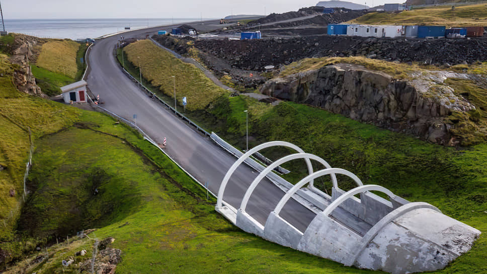 Дорожная развязка с круговым движением на дне океана