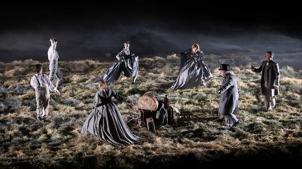 Сцена из спектакля «Месяц в деревне» в постановке Егора Перегудова (МХТ им. А.П. Чехова)