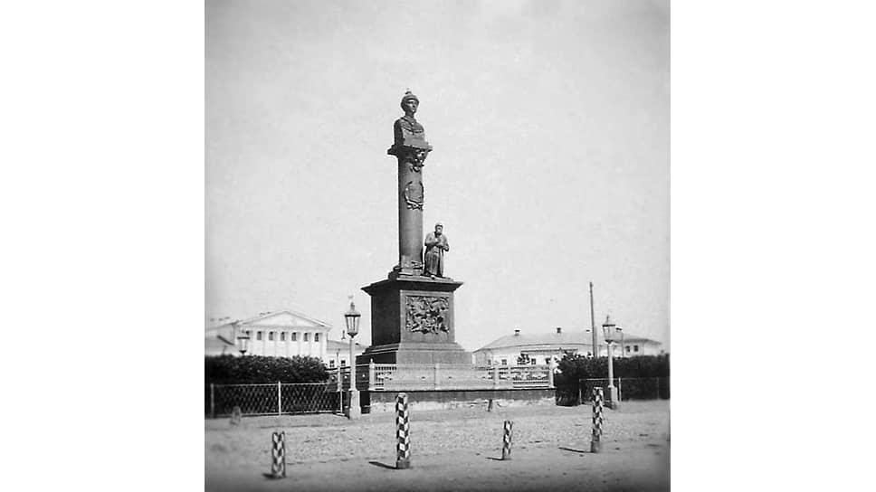 Памятник царю Михаилу Федоровичу и крестьянину Ивану Сусанину, воздвигнутый в 1851 году