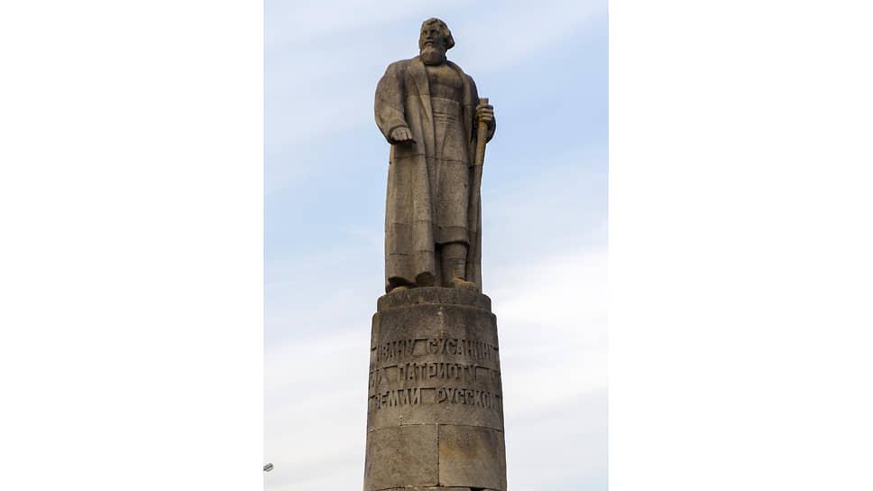 Современный памятник Ивану Сусанину в центре Костромы