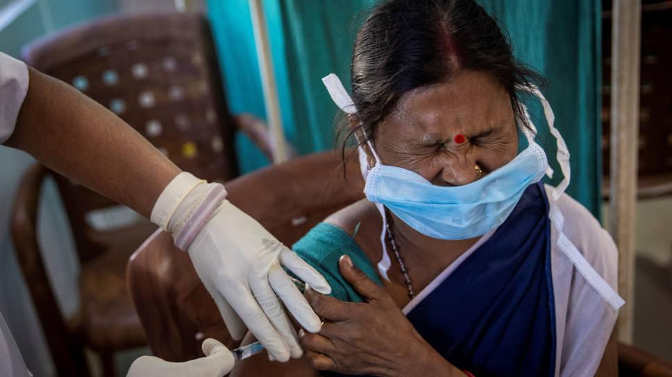 Индия начала самую массовую вакцинацию в мире, но уже обещает помочь с прививками всему миру