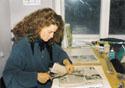 Лора изучает прессу