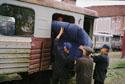 Бывший вагон-столовую переделывают в вагон люкс.