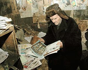 Дома у Леонова нет ни одной его картины - только репродукции с выставок