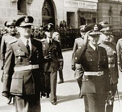 После переворота премьером стал генерал Симич (слева)