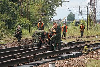 Российские военные восстанавливают полотно в Абхазии. В мирных целях?
