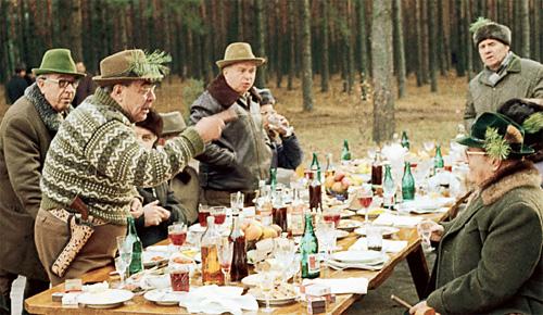 Советский застольный стандарт: напитки покрепче, вино и боржоми - для красоты. Владимир Масаэльян/ИТАР-ТАСС