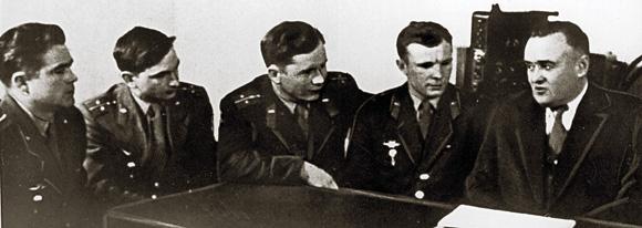 Космонавты из первого отряда и генеральный конструктор Сергей Королев (крайний справа)