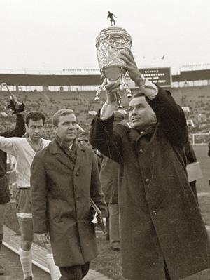 Молодой тренер «Динамо» Бесков только что выиграл Кубок СССР