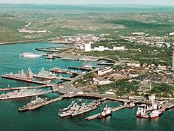После взрыва обычно оживленный порт мгновенно опустел