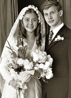 День свадьбы. Скоро их ждет разлука на несколько лет