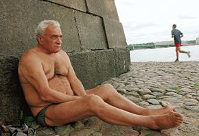 Сергей - морж. У Петропавловской крепости он чуть ли не каждый день