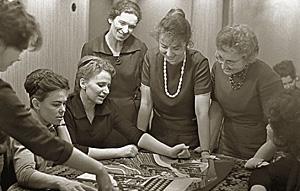 Встреча в 1964 году. В центре - учительница Ирина Николаевна Шарова