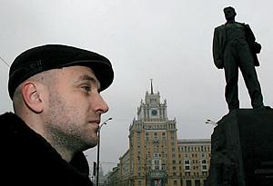13:17 - Памятник Маяковскому. «Великий поэт. Несмотря на множество фигни»