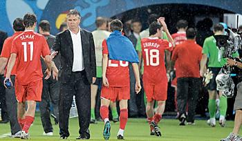 2008—Хиддинк провожает с поля сборную России после проигранного полуфинала с Испанией