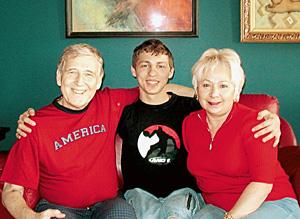 Владимир Ярыгин с женой Ириной и приемным сыном Денисом