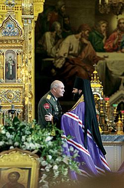 По случаю 60-летия основания ядерного комплекса России в храме Христа Спасителя отслужили молебен