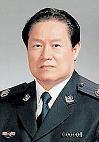Член политбюро КПК Джоу Йонгканг присматривает за всеми спецслужбами по партийной линии