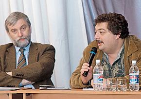 Кажется, посол России в Азербайджане Василий Истратов (слева) не во всем согласен с Дмитрием Быковым