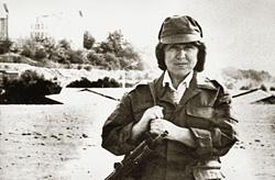 1989 год. В Афганистане Светлана Алексиевич хоть и снялась с автоматом, стрелять не умеет