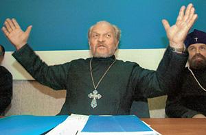 Священник Глеб Якунин - пророк русской церковной люстрации. Вся его жизнь - борьба: сначала советские тюрьмы и лагеря, потом - лишение сана и отлучение от РПЦ