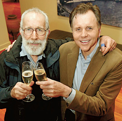 Барри Маршалл и Робин Уоррен испили бульон с бактериями