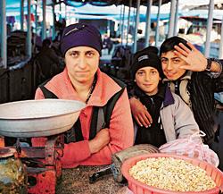 Гянджинский рынок. Отсюда будут рекрутировать новый десант для Москвы