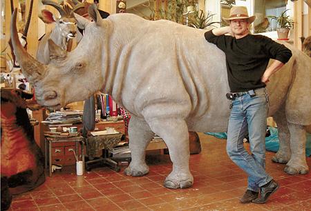 Владимир Сухарев - единственный мастер по носорогам