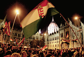 Вторая ночь ознаменовалась противостоянием у парламента