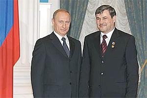 Звание Героя России Руслан Ямадаев получил из рук президента Владимира Путина