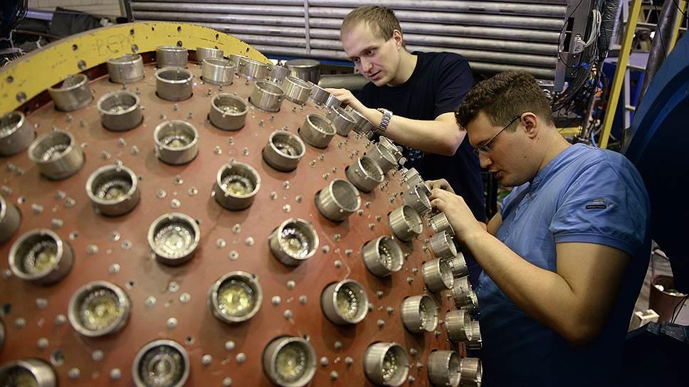 Сибирское отделение РАН известно как уникальными разработками (на фото подготовка к запуску коллайдера ВЭПП-2000 в Новосибирске), так и опытом коллективного научного творчества