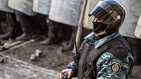 """""""Оппозиция надеется, что милиционеры начнут уходить из органов"""""""