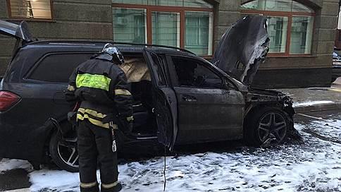«Дикари начинают жечь Россию» // Адвокат Алексея Учителя в эфире «Ъ FM» — о поджоге автомобилей у своего офиса
