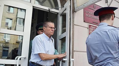 «Свидетель заявил, что никаких жестов Улюкаева не видел» // Корреспондент «Ъ FM» — о допросе свидетелей по делу экс-министра