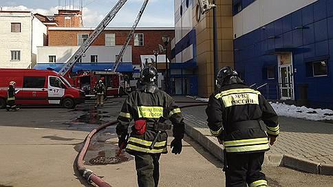«Во всей округе стоял невыносимый запах гари» // Очевидец в эфире «Ъ FM» — о пожаре в ТЦ «Персей»