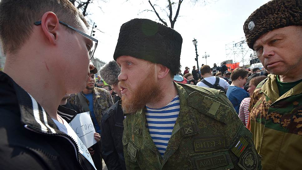 Кто «помогал» полиции разгонять акцию в центре Москвы