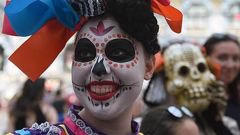 «Дню мертвых» не нашлось места на Красной площади // Почему мексиканский карнавал был перенесен