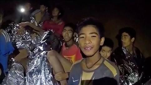 Для школьников в Таиланде ищут эвакуационный выход // Как чувствуют себя подростки, заблокированные под землей