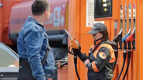 На российские АЗС придут «тайные покупатели» // Как Росстандарт намерен бороться с недоливом бензина