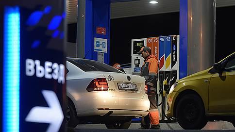 Проблема выливается в оборотные штрафы для АЗС // Что предлагает Росстандарт в борьбе с недостачей топлива