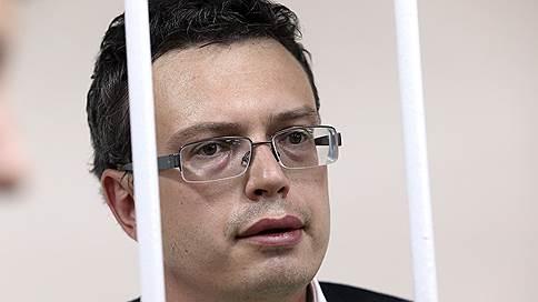 Экс-генерал СКР уходит в тюрьму не с пустыми карманами  / В каких условиях будет отбывать наказание Денис Никандров