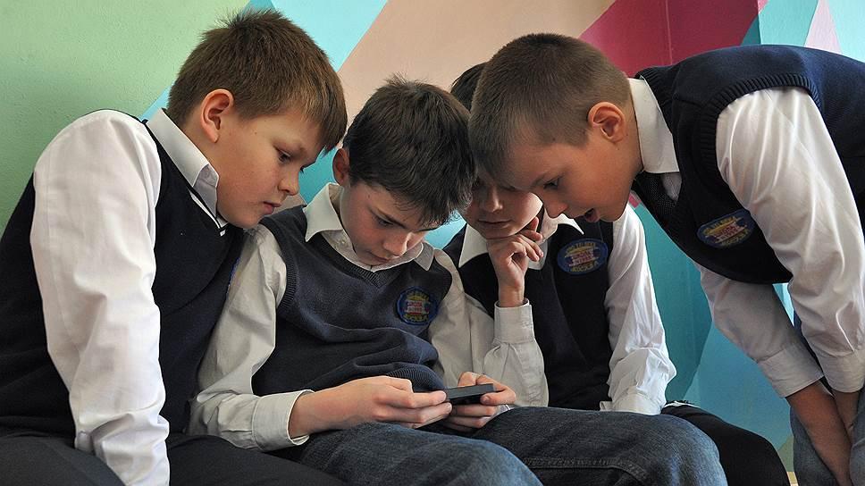 Стоит ли запрещать смартфоны российским школьникам?