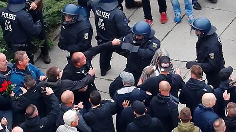 Хемниц не снижает степень недовольства // Почему в немецком городе не утихают беспорядки